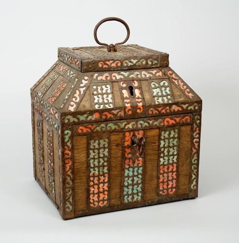 Терем. Дуб, просечное железо, слюда, раскрашенная бумага. Россия, 17 век