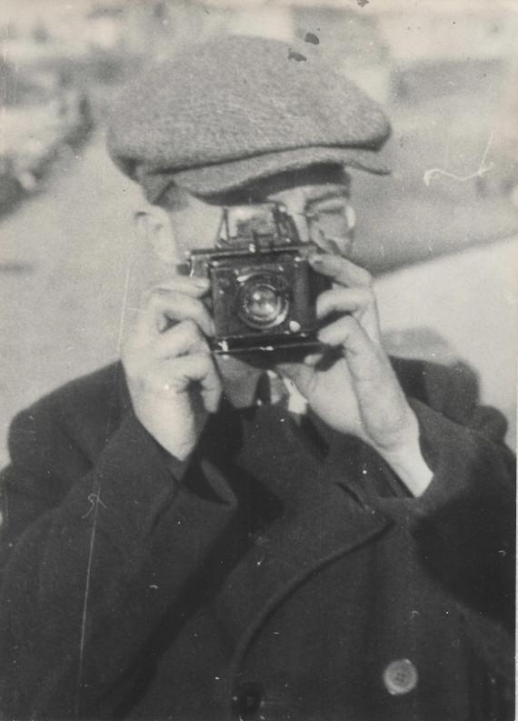 Всеволод Чекризов «Илья Ильф – фотограф» Зима 1929-1930 года. Архив семьи Ильфа. © Музей Москвы.