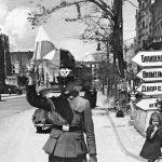 Илья Аронс. Первый немецкий регулировщик уличного движения пришёл на смену красноармейским девушкам с флажками. Послевоенный Берлин, лето 1945 г.